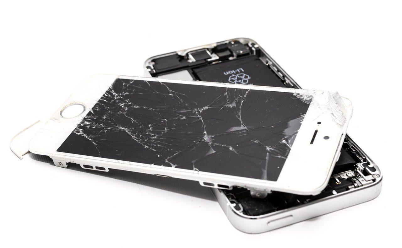 Celular quebrado: quando vale a pena consertar ou comprar um novo?